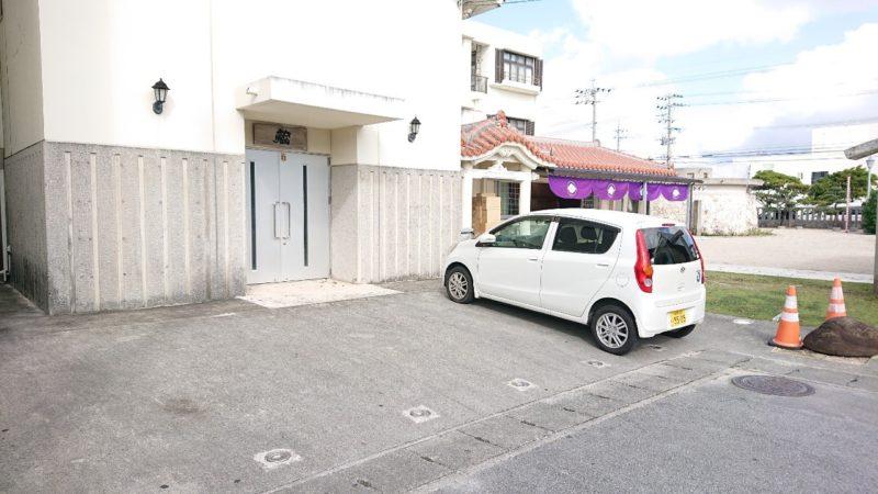 沖縄市泡瀬ビジュルの駐車場