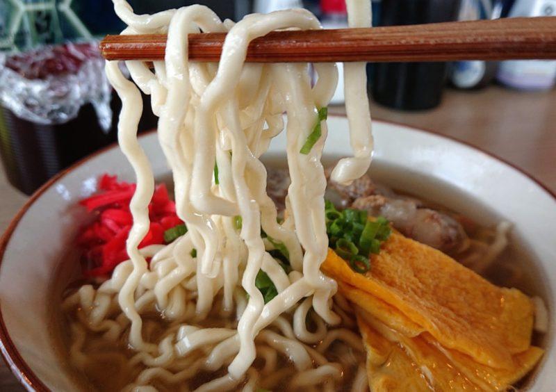 沖縄市東あがりそば(みさとのさかば)の麺
