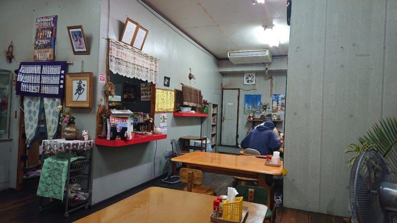沖縄市中央一番街のたこ焼きちゃんぽんの店内