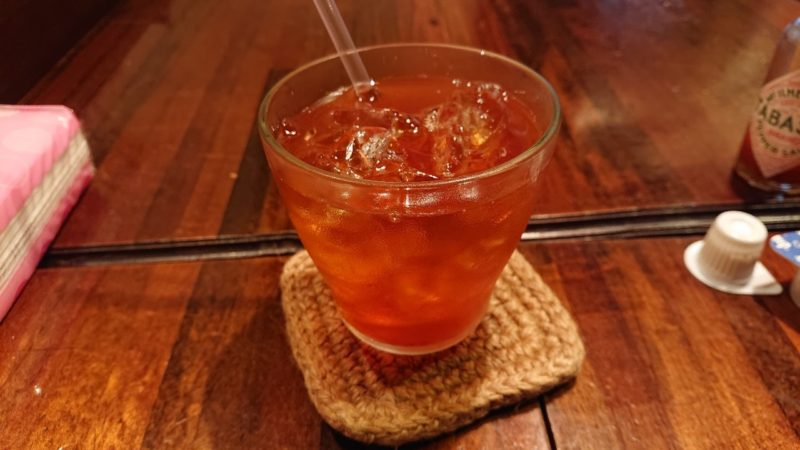 沖縄市照屋銀天街にあるジャズ喫茶六曜舎のアイスティー