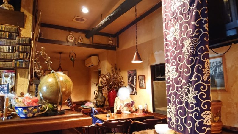 沖縄市照屋銀天街にあるジャズ喫茶六曜舎の店内