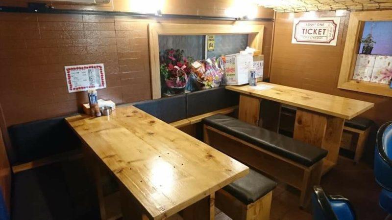 沖縄市高原酒と肴ゆいまぁーるのテーブル席