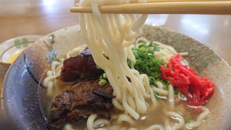 沖縄市安慶田笑福そばの軟骨ソーキそばの麺