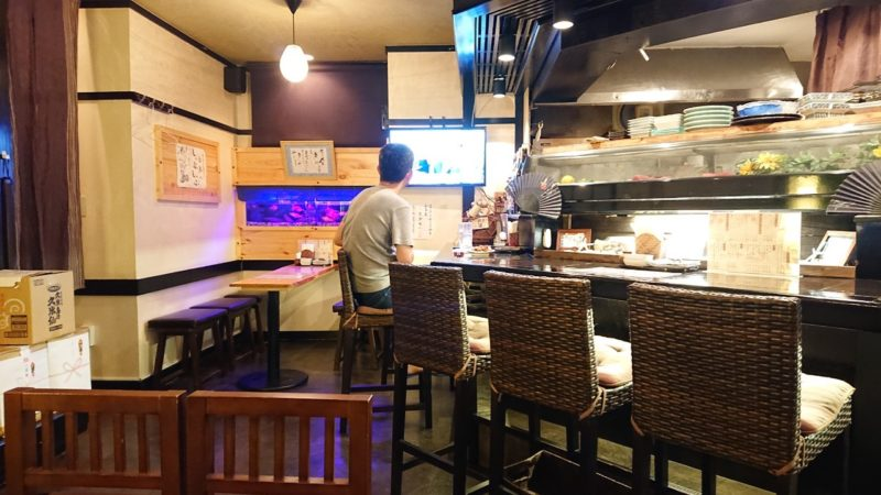 沖縄市上地中の町魚幸(うおさち)の店内