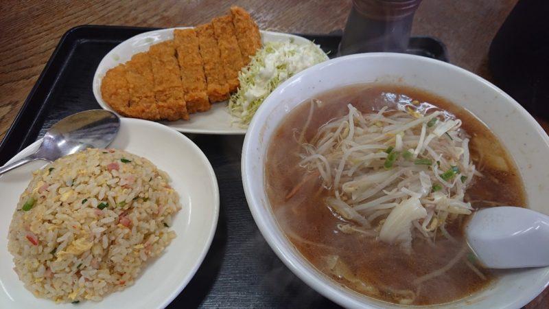 らあめん札幌や沖縄市松本のカツ定食