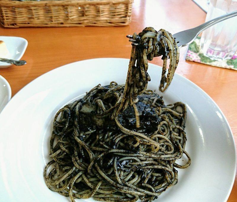 沖縄市中央カンティーナのイカ墨スパゲティ