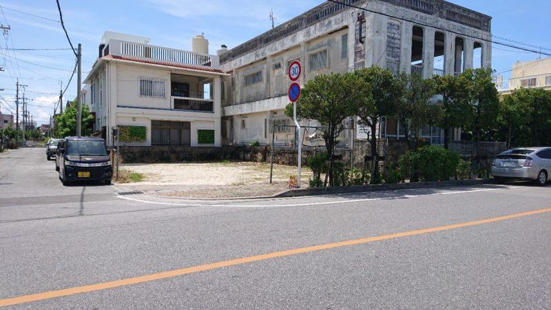 沖縄黒糖カレーあじとや沖縄市泡瀬の駐車場