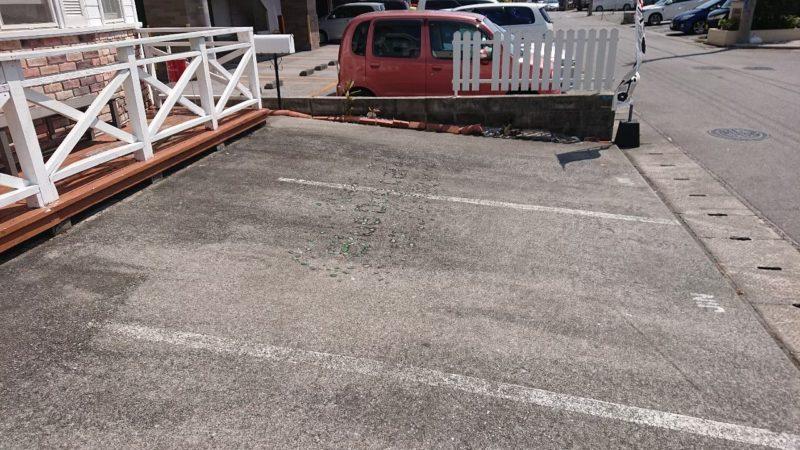 みちのくキッチンJIN(ジン)沖縄市比屋根の駐車場