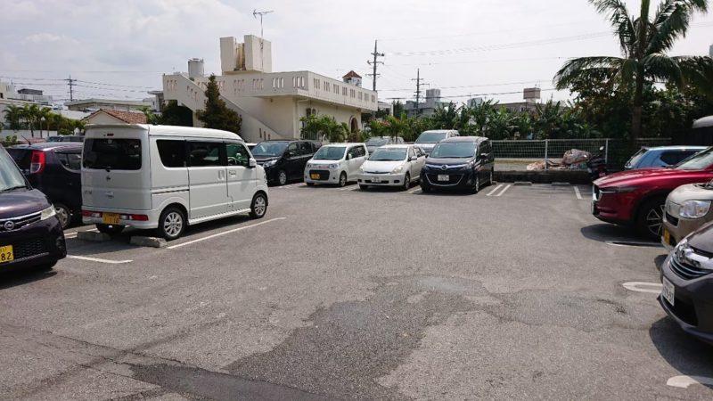 丸源ラーメン沖縄市美里の駐車場