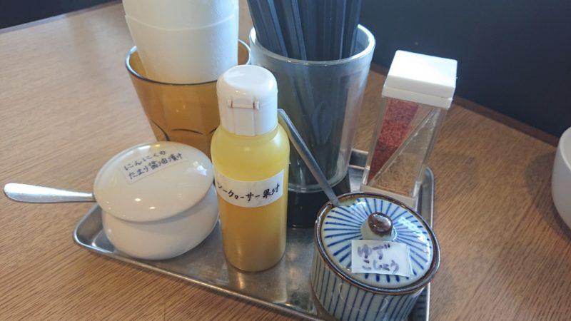 沖縄市知花つけ麺ジンベエの卓上調味料
