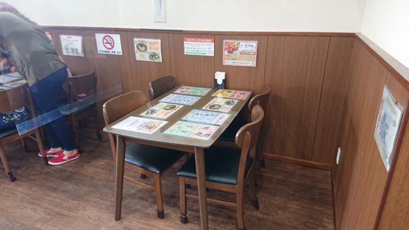 チキンの丸焼きこっころこ沖縄市泡瀬の店内
