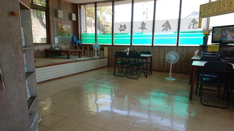 たかみ食堂沖縄市大里の店内
