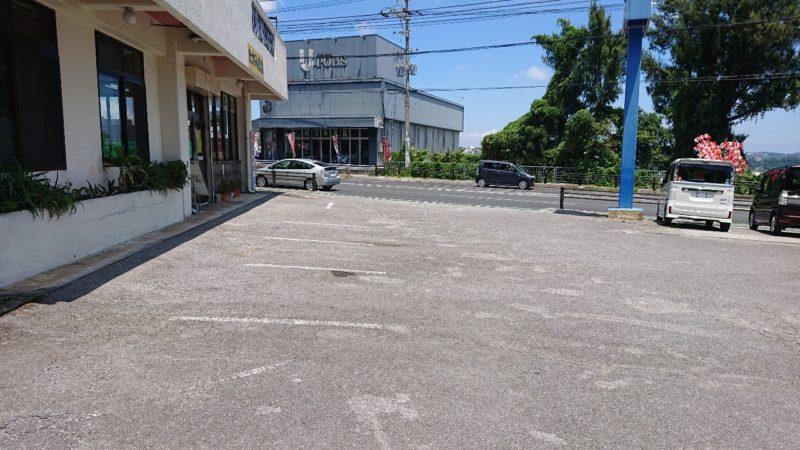 たかみ食堂沖縄市大里の駐車場
