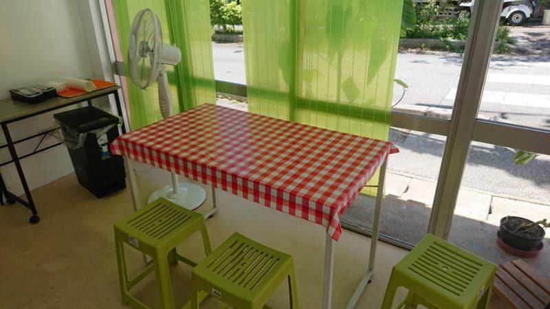 大城鶏飯沖縄市中央のテーブル