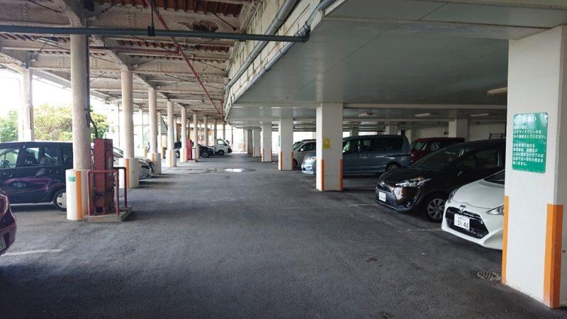 食堂サムウェイ沖縄市古謝の駐車場