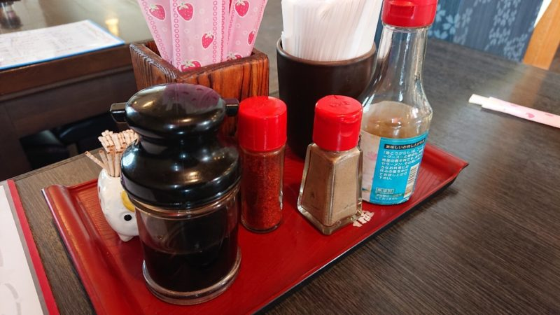 食堂サムウェイ沖縄市古謝の卓上調味料