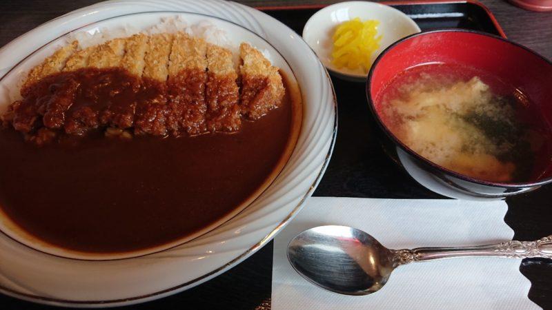 食堂サムウェイ沖縄市古謝のカツカレー