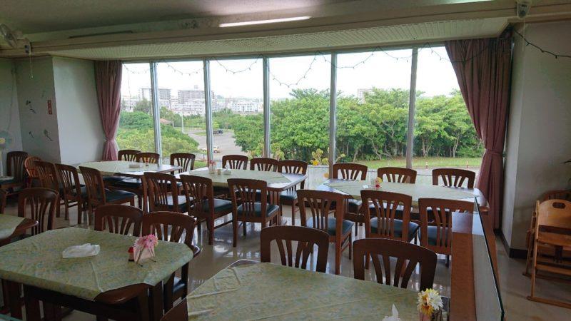 パークレストラン花沖縄市比屋根の店内