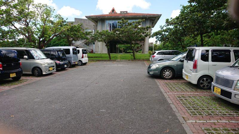 パークレストラン花沖縄市比屋根の駐車場