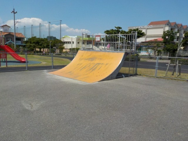 沖縄市スケボーができる公園