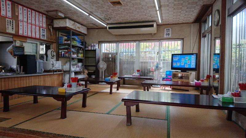 まつもと食堂沖縄市松本の店内