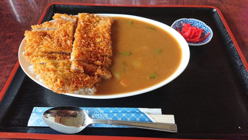 巨鍋食堂沖縄市南桃原のカツカレー
