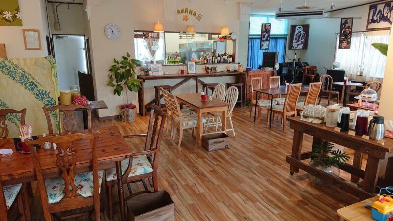 カフェマカナレイ沖縄市泡瀬の店内