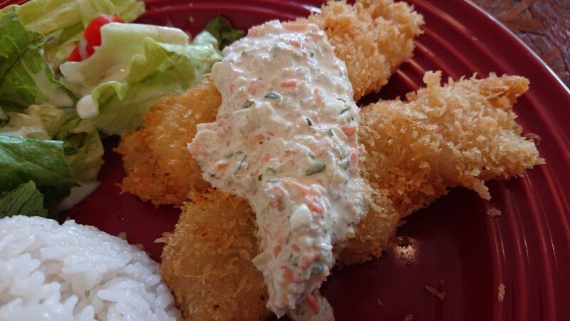 カフェマカナレイ沖縄市泡瀬の白身魚フライ