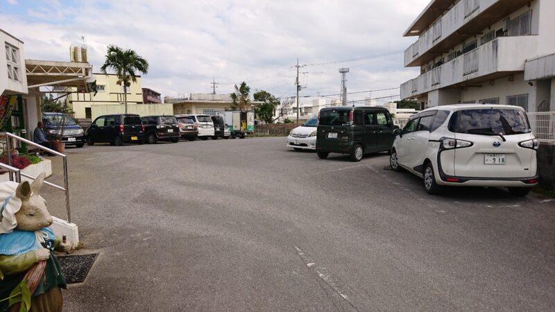 ラ・メール沖縄市登川の駐車場