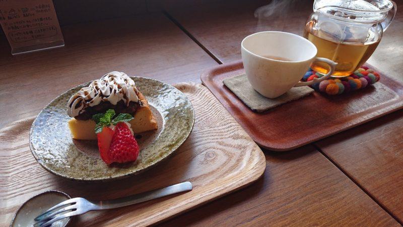 cafe ouchi:(カフェオウチ)沖縄市中央のあんこチーズケーキ、漢方ハーブティー