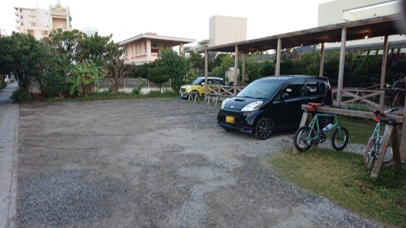 BB coffee(ビービーコーヒー)沖縄市泡瀬の駐車場