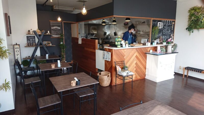 Zu-Zu sandcafe(ズズ サンドカフェ)沖縄市美里の店内