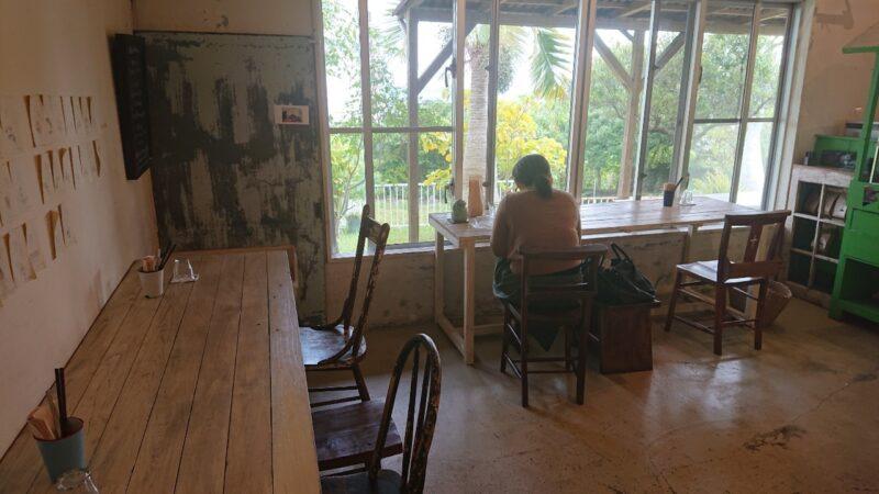 ロギ(Roguii)沖縄市与儀の店内