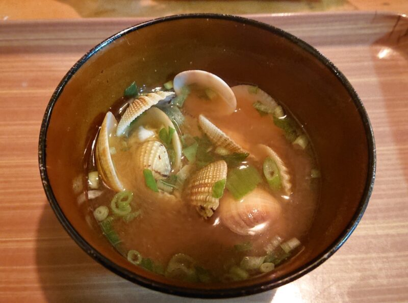 沖縄市で潮干狩り。泡瀬干潟で採れたアサリの味噌汁