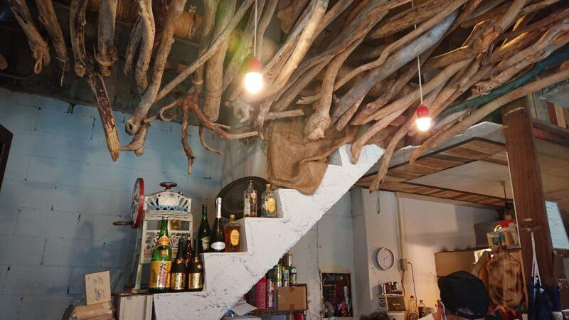 cafeNooR(ノア)沖縄市銀天街の店内