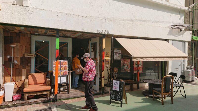 cafeNooR(ノア)沖縄市銀天街の外観