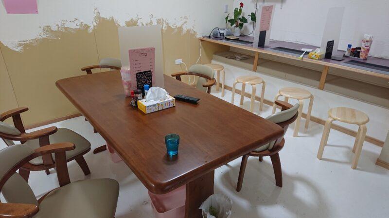 アッコの朝ごはん諸見百軒通り沖縄市園田のテーブル席