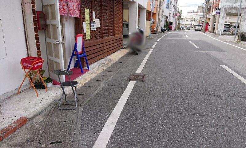 アッコの朝ごはん諸見百軒通り沖縄市園田の駐車スペース