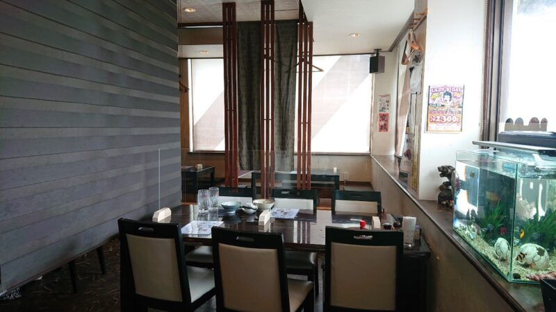 居酒屋ダイニングKotobuki(ことぶき)沖縄市大里のテーブル席
