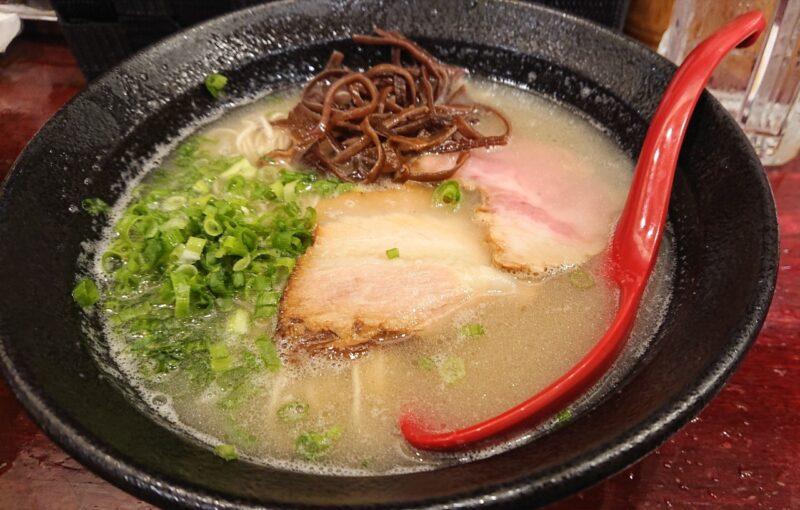 餃子酒場やまと×博多ラーメン極麺うまか沖縄市上地のとんこつラーメン