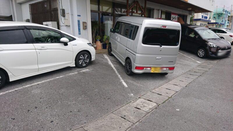 大衆食堂つかでん!沖縄市松本の駐車場