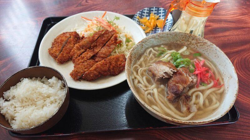 大衆食堂つかでん!沖縄市松本のそばトンカツセット