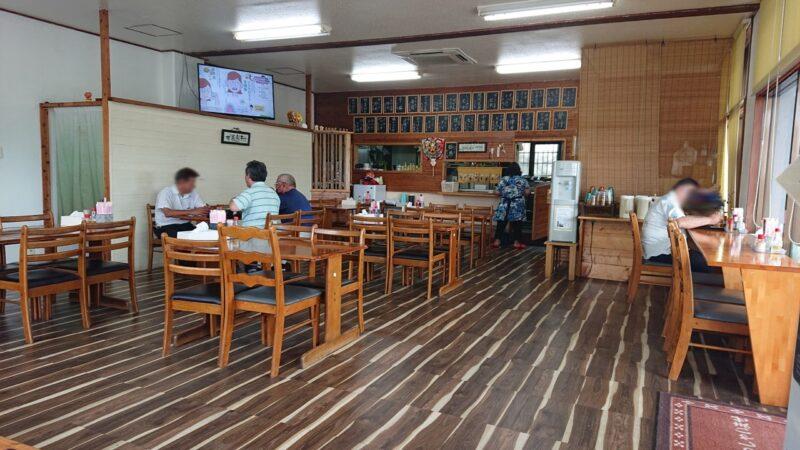 大衆食堂つかでん!沖縄市松本の店内