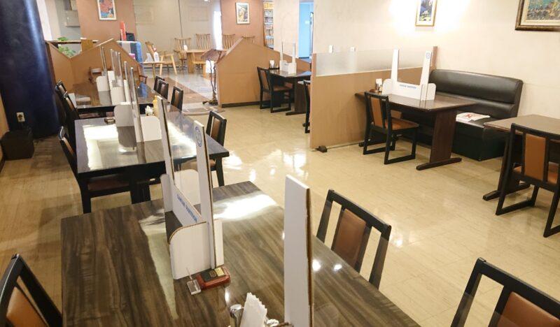 デイゴホテルレストランうりずん沖縄市中央のテーブル席