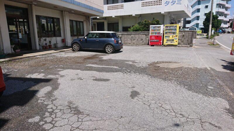 味処まるなが沖縄市海邦の駐車場