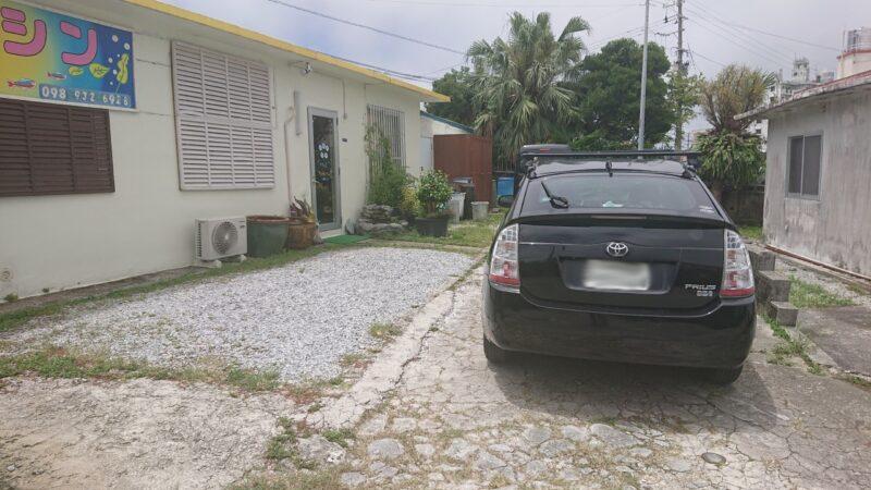 カラシン沖縄市胡屋の駐車場