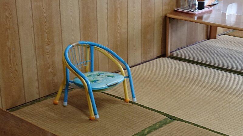 丸長食堂(まるながしょくどう)沖縄市美里のこども用イス