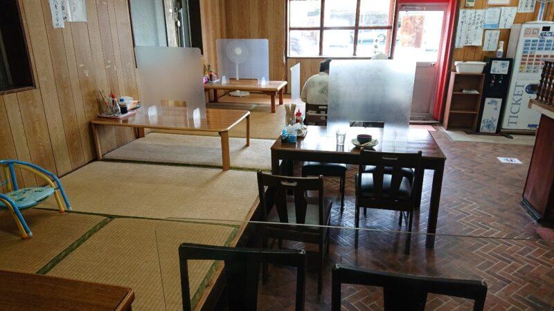 丸長食堂(まるながしょくどう)沖縄市美里の内観