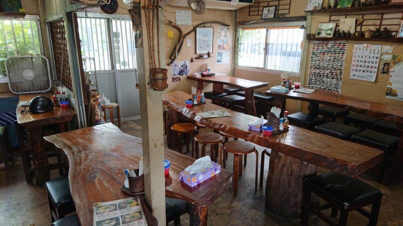 和喜川屋(わきがわや)沖縄市知花の店内