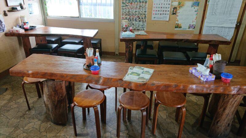 和喜川屋(わきがわや)沖縄市知花のテーブル席